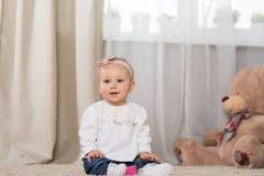 Baby acht maanden Royalty-vrije Stock Foto's