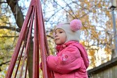 Baby auf dem Spielplatz Lizenzfreie Stockfotografie
