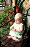 Baby auf Portal lizenzfreies stockbild