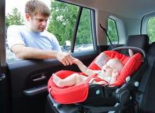 Baby in auto Stock Afbeelding