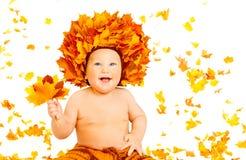 Baby Autumn Fashion Portrait, Jong geitje in de Hoed van Dalingsbladeren Stock Afbeeldingen