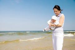 baby beach mother Στοκ φωτογραφίες με δικαίωμα ελεύθερης χρήσης