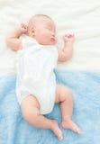 Baby behandla som ett barn tagandet vilar Royaltyfri Bild