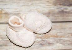 Baby-Beuten auf Holz Lizenzfreie Stockfotografie