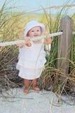 Baby bij strand Stock Afbeelding