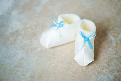 Free Baby Booties With Blue Ribbons. Waiting For The Boy. Royalty Free Stock Images - 96078419