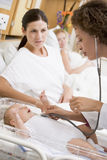 baby checking doctor heartbeat mother new s στοκ εικόνα με δικαίωμα ελεύθερης χρήσης
