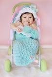 Baby in cocon stock afbeeldingen
