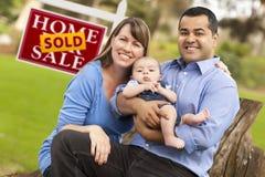 baby couple estate mixed race real sign sold Στοκ εικόνα με δικαίωμα ελεύθερης χρήσης