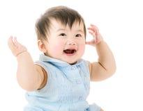 Baby, das aufgeregt glaubt Lizenzfreies Stockbild