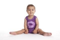 Baby, das in Ballettstellung no.2 sitzt Stockbild