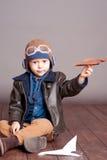 Baby, das mit Block spielt Lizenzfreie Stockfotografie