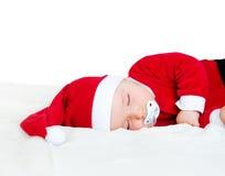 Baby, das in Sankt-Kostüm schläft Stockfotografie