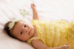 Baby, das an zurück liegt Lizenzfreie Stockfotografie