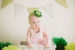 Baby in de doos Royalty-vrije Stock Afbeeldingen