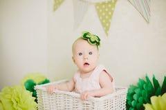 Baby in de doos Stock Afbeelding