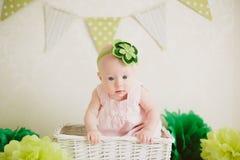 Baby in de doos Stock Foto