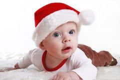 Baby in de hoed van de Kerstman Stock Fotografie