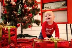 Baby in de tijd van Kerstmis stock foto's