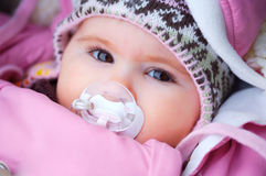 Baby in de winter Stock Foto