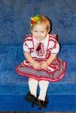 Baby in der ukrainischen nationalen Klage Stockfoto