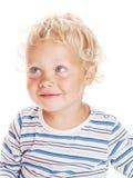 Baby des weißen gelockten Haares und der blauen Augen stockfotos