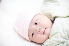 Baby die aan slaap krijgen Royalty-vrije Stock Afbeeldingen