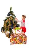 Baby die Kerstboom verfraait Royalty-vrije Stock Afbeelding