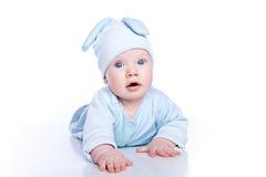 Baby die konijntjeskostuum draagt Stock Afbeelding