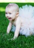 Baby die met Tutu glimlacht - verticaal stock afbeelding