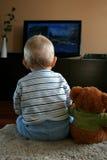 Baby die op TV let Royalty-vrije Stock Fotografie