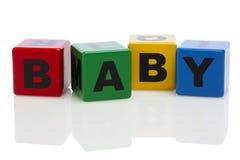 BABY die uit in alfabetbouwstenen wordt gespeld Royalty-vrije Stock Foto