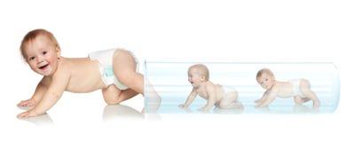 Baby die van de buis weggaat Stock Fotografie