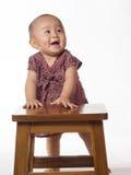 Baby die zich leren te bevinden Stock Afbeelding