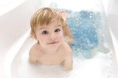 Baby in een badkamers Royalty-vrije Stock Fotografie