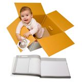 Baby in een doos. Geleverd met instructies. Royalty-vrije Stock Afbeeldingen