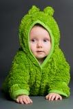 Baby in een kikkeruitrusting Stock Foto's