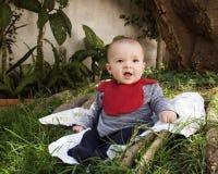 Baby in een park Royalty-vrije Stock Afbeelding