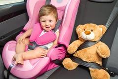 Baby in een zetel van de veiligheidsauto. Veiligheid Royalty-vrije Stock Afbeeldingen