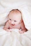Baby in einer Decke Stockbild