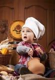 Baby in einer Kochkappe Lizenzfreie Stockfotos