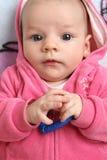 Baby in einer Rosejacke Lizenzfreies Stockfoto