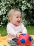 Baby en bal Royalty-vrije Stock Afbeeldingen