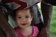 Baby en haar papa Stock Afbeeldingen