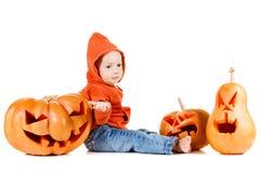 Baby en Halloween-pompoen Geïsoleerd op wit Stock Afbeeldingen
