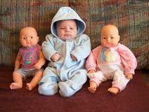 Baby en poppen Stock Afbeeldingen