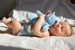 Baby en stuk speelgoed Royalty-vrije Stock Afbeelding