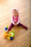 Baby en stuk speelgoed clown Royalty-vrije Stock Foto