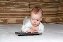 Baby en tabletcomputer Royalty-vrije Stock Afbeelding