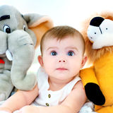 Baby en teddy Stock Foto's